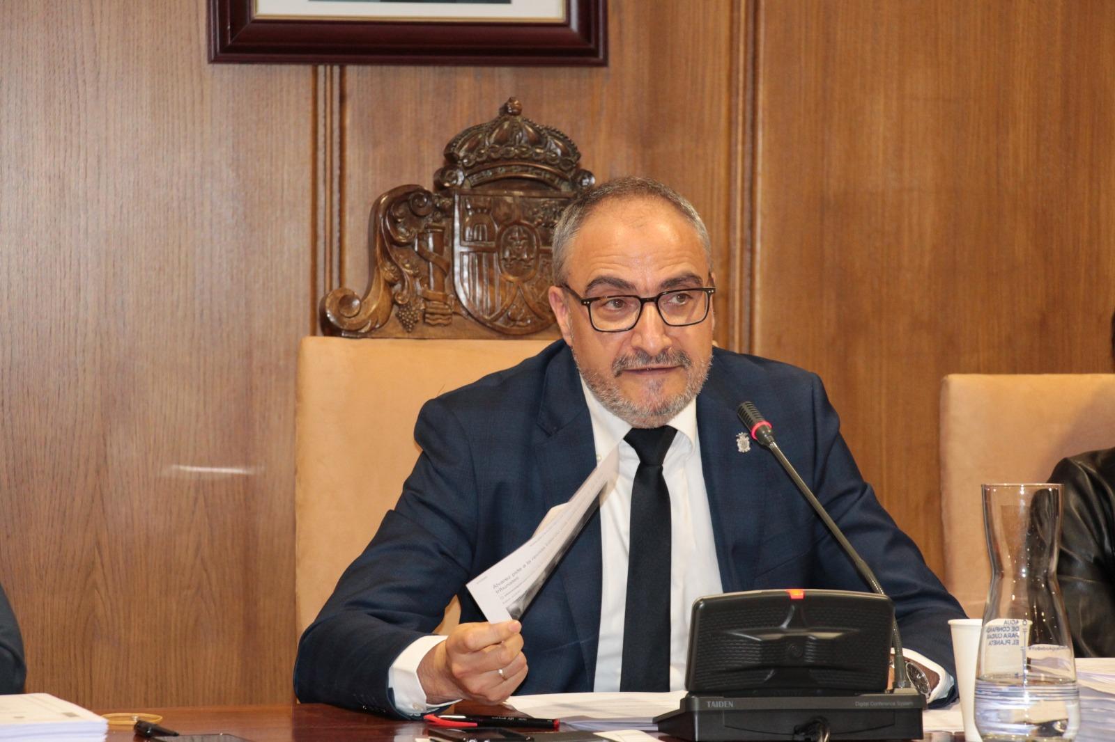 El alcalde de Ponferrada, el socialista Olegario Ramón, en un Pleno celebrado en el Ayuntamiento ponferradino.